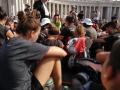 card bassetti in piazza san pietro con i giovani pellegrini