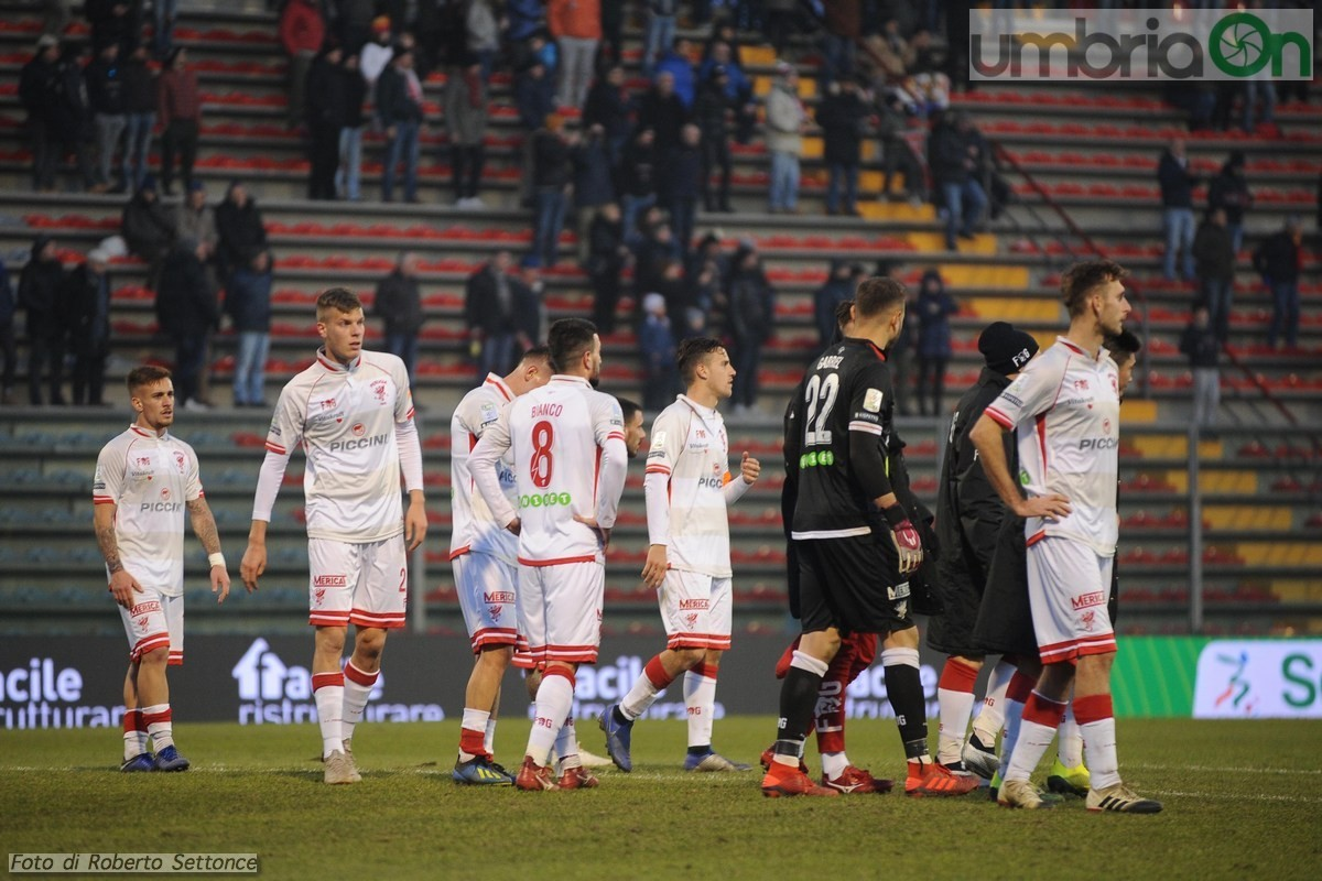 Cremonese-Perugia-giocatori-sotto-curva-30-dicembre-2018-foto-Settonce