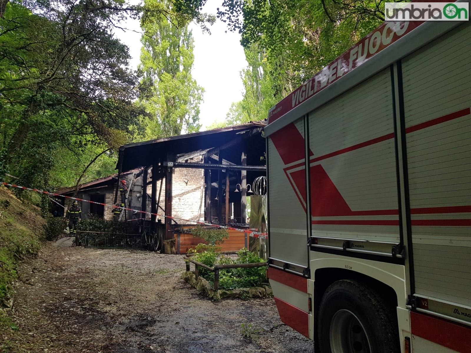 Vigili-del-fuoco-amaca-eco-incendio-Piediluco3565656