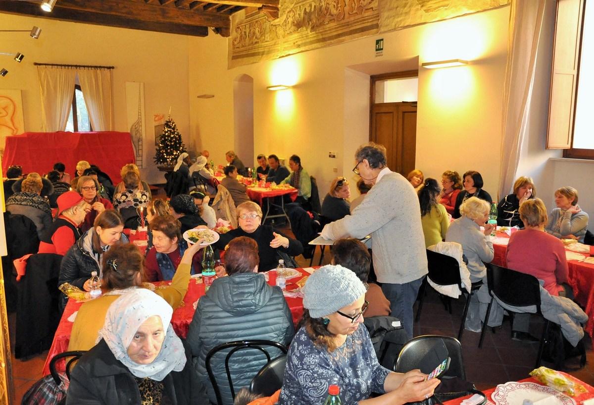 Pranzo-di-Natale-episocopio-diocesi-Terni-vescovo-25-dicembre-2018-10