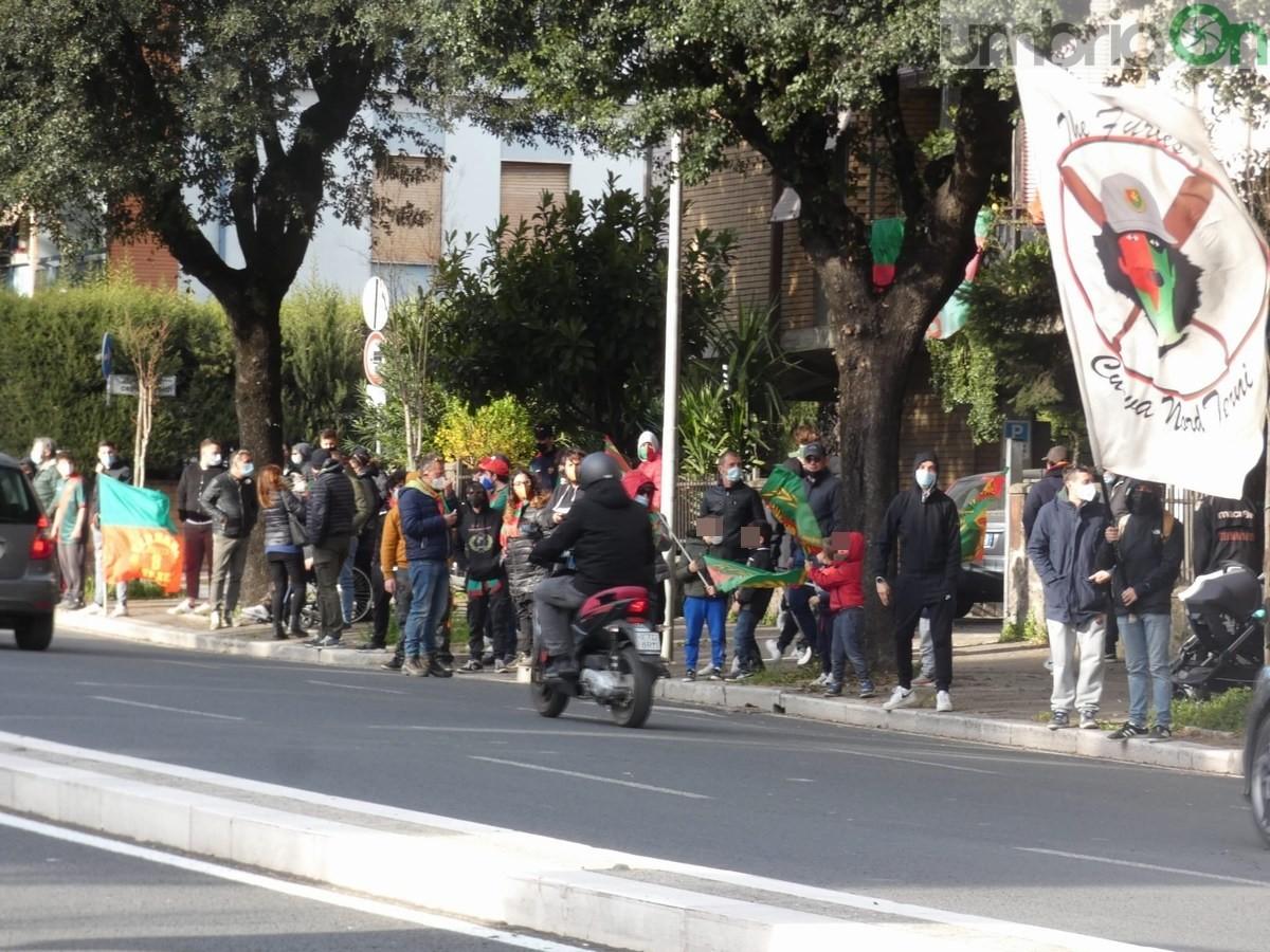 Saluto tifosi dopo Ternana Cavese viale dello Stadio - 7 aprile 2021 (2)