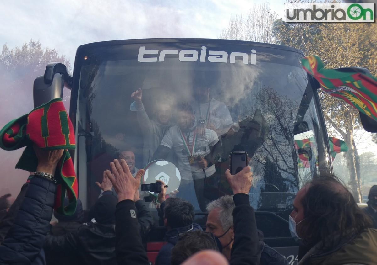 Ternana-promozione-serie-C-serie-B-festa-viale-stadio-tifosi454