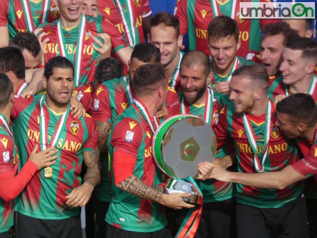 Mammarella-Ternana-festa-cerimonia-promozione45454-trofeo343