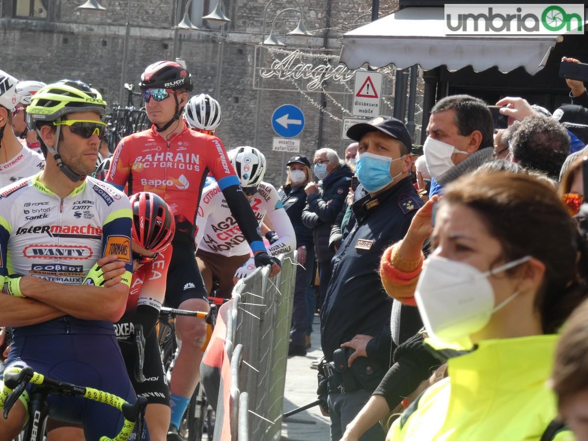 Tirreno-Adriatico-partenza-Terni-marzo-polizia-controlli