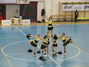 Le cheerleaders in un'esibizione al palaDiVittorio