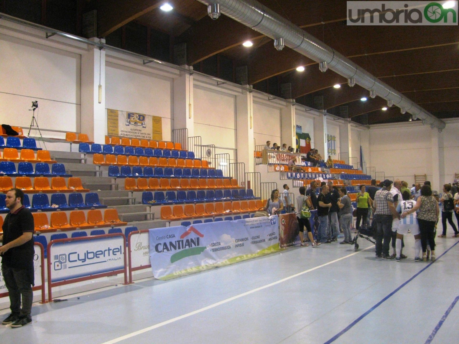 Cantiani Ceramiche Fiano Romano.Ternana Futsal A Fiano Romano E Tracollo 7 2 Umbriaon