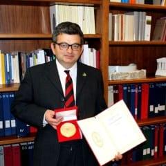 Docente universitario premiato in Cina