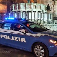 Perugia, si fa prestare il telefono e glielo ruba: denunciato