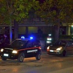 Picchia ragazza e carabinieri: arrestato
