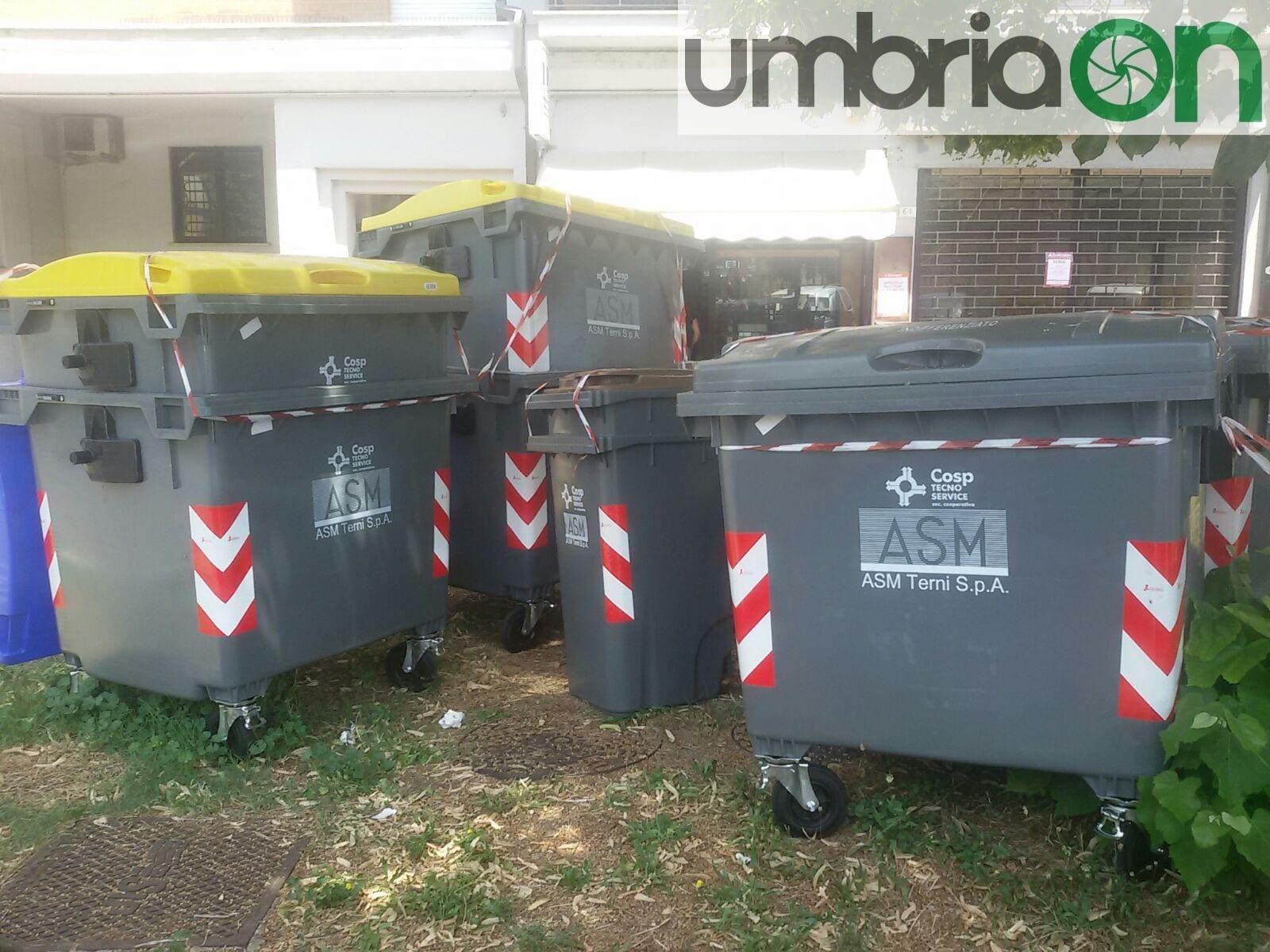 Terni bidoni per rifiuti diventano immondizia umbriaon - Contenitori rifiuti differenziati per casa ...