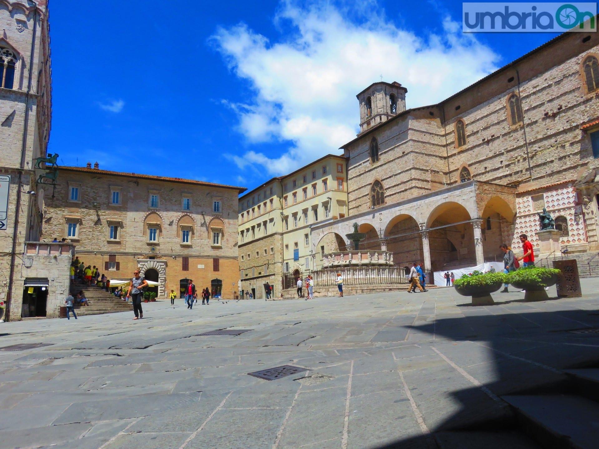 Earth hour in umbria monumenti spenti umbriaon for Arredare milano piazza iv novembre