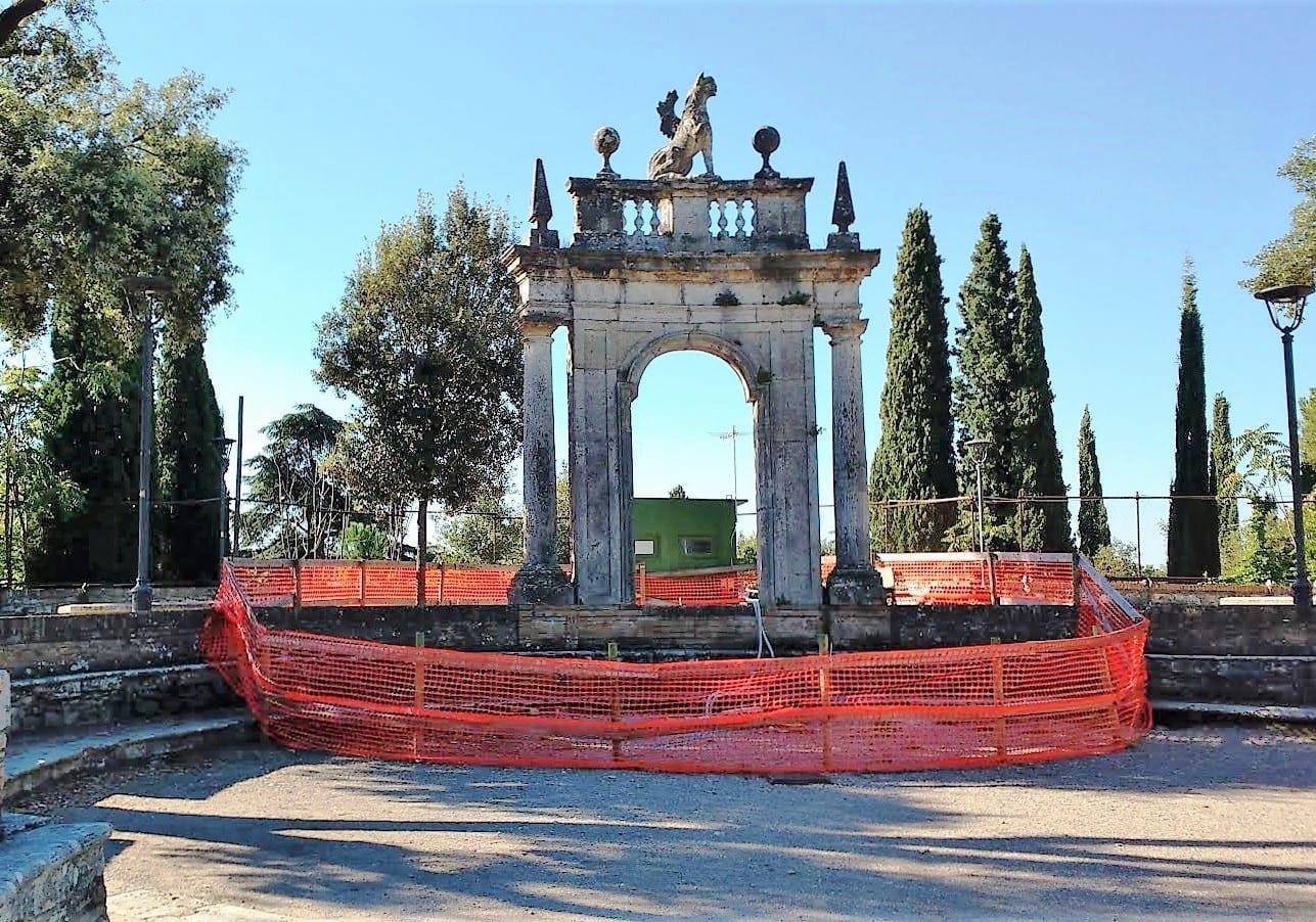 Perugia il degrado dei giardini del frontone umbriaon for Decorazione giardini stile 700