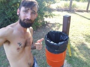 Alex Trabalza e i cestini fatti con vecchi fusti d'olio da officina
