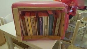 Mini librerie da esterno realizzate con materiali di scarto