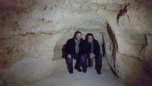 Luca Tomio e Marcello Luzi in una delle grotte disegnate da Leonardo e utilizzata da Tomio come base logistica delle sue ricerche