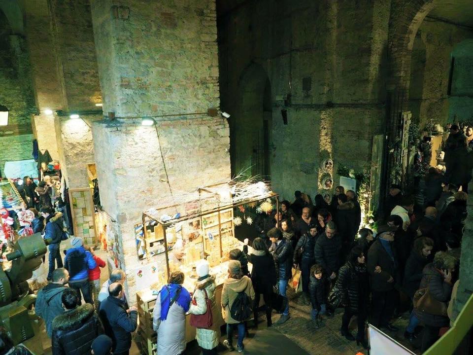 Perugia un natale pieno di solidariet umbriaon for Mercatini umbria oggi