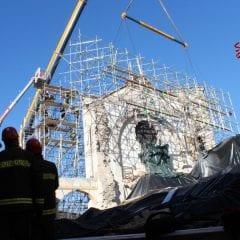 Norcia, San Benedetto: «La basilica è in piedi»