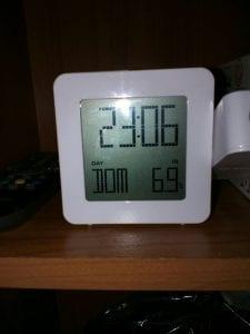 Il termometro segna la temperatura all'interno del container