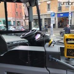Sul bus senza biglietto: minacce e denuncia