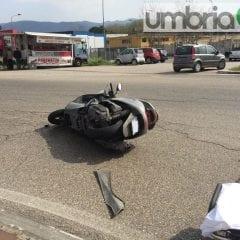 Terni, auto vs scooter: 38enne in ospedale