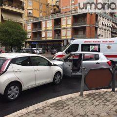 Terni, piazza Dalmazia: schianto con ferita