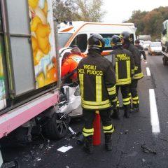 E45, schianto a Deruta: auto contro autocarro