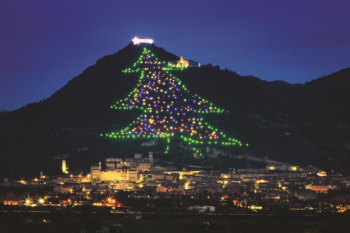 Albero Di Natale Gubbio.Accensione Albero Di Natale Gubbio 2017 Orario Immagini Di Natale