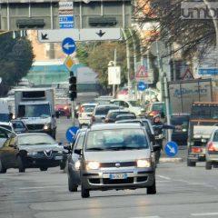 Terni, casa-Ast in auto: abitudine 'inossidabile'