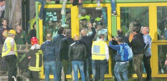 Ternana-Avellino 1-2, ciao serie B