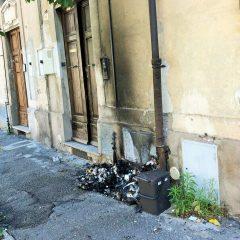 Terni, rifiuti a fuoco: «Inciviltà pericolosa»