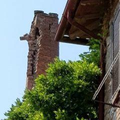 Fulmine danneggia ciminiera a Piegaro