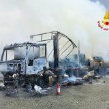 Incendio distrugge tir carico di pellet – Video