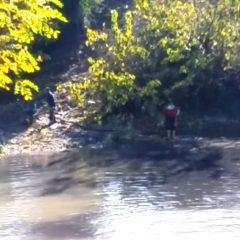 La video denuncia: «Che puzza dal fiume»