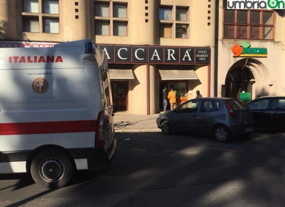 Terni, rapina Paccara: «Un uomo corpulento»