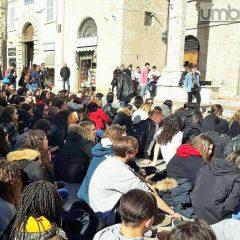 Perugia, studenti protestano in centro