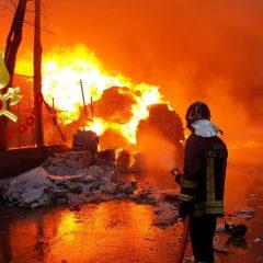 Video – Vasto incendio alla Biondi recuperi