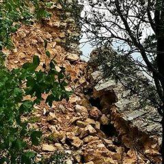 Crolli alla rocca di Cesi: «Intervenire»