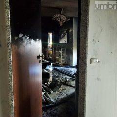 Terni, via Libertini: le immagini dell'incendio