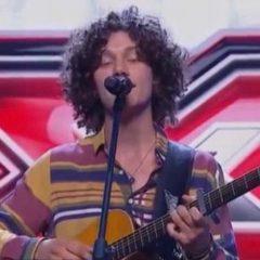 X Factor, Lorenzo supera il primo 'live'