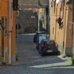 Rapinato e aggredito a Viterbo: due fermi