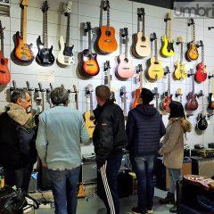 Terni, Guitar Planet abbassa le saracinesche