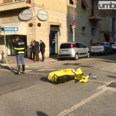 Auto contro vespa, giovane ferito a Terni