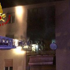 Foligno, madre e figlio salvati dall'incendio