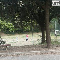 Ragazzini nei parchi senza mascherine: multa e chiusura