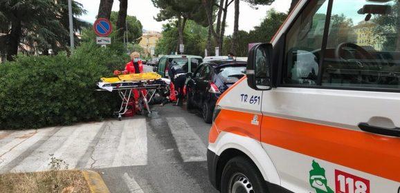 Terni, incidente a tre: ferito un motociclista