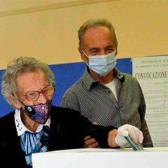 Nonna Luisa, voto a 109 anni: «Giovani, fatelo»