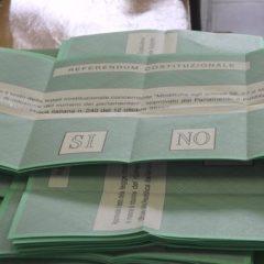 Votano in pochi, ma c'è ancora chi fotografa la scheda: denunciato