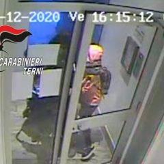 Terni, disabile rapinato nel palazzo: coppia 'divisa' dalla sentenza