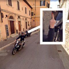 Perugia, il dito medio al mezzo di Google Maps diventa virale