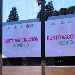 Vaccino AstraZeneca anche per gli over 65: «Opzione possibile»